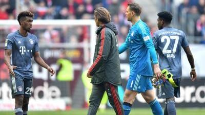 Fussball Bayern Torwart Neuer Erleidet Muskelfaserriss