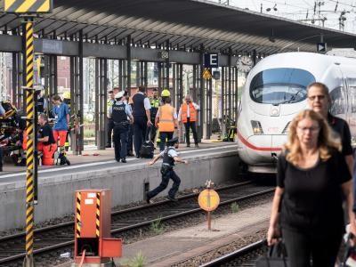 Frankfurt: Achtjähriger vor Zug gestoßen und getötet - Seehofer kündigt Statement an | Politik