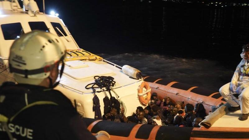 """""""Ocean Viking"""": Flüchtlinge dürfen in Italien an Land"""