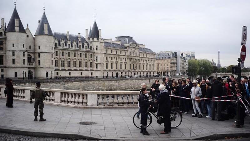Schock in Paris: Mehrere Polizisten bei Attacke getötet