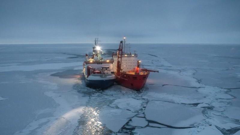"""""""Polarstern"""" findet Eisscholle für Drift durch die Arktis"""