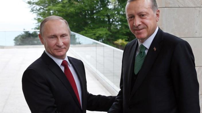 Erdogan und Putin handeln Waffenruhe aus
