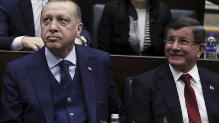 Erdogans Ex-Ministerpräsident Davutoglu stellt