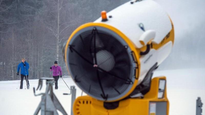 Im Sauerland laufen Schneekanonen: Sonntag weitere Pisten