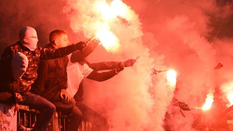 DFB-Richter zu Pyrotechnik: Strafen lösen nicht das Problem