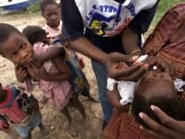Kongolesische Kinder bei der POLIO-Impfung