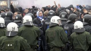 Auseinandersetzungen vor Fussballspiel FC St. Paui - FC Hansa Rostock