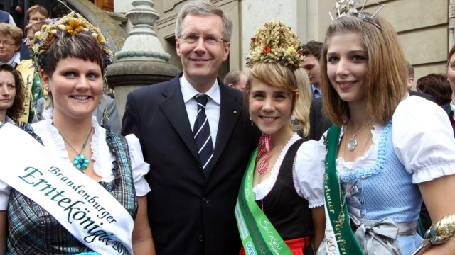 Erntekrone für Bundespräsident Wulff