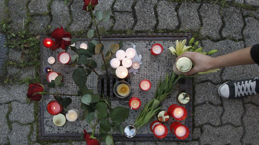 A girl places a candle in Loerrach