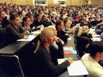 ERSTSEMESTER-STUDENTEN AN UNI FREIBURG