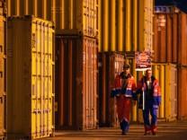 Hamburger Hafenarbeiter protestieren gegen geplante EU-Richtlinie
