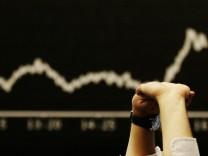 Aktienmaerkte stuerzen ab - DAX verliert fast elf Prozent