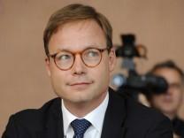 Ärger im Finanzmarktausschuss: Die Krisen-Bank Hypo Real Estate hat dem früheren HRE-Chef Axel Wieandt eine hohe Pension versprochen.
