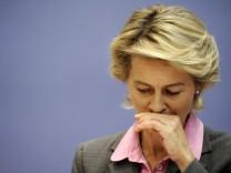 Pressekonferenz von Ursula von der Leyen zu Hartz IV