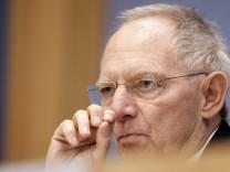 Finanzminister Schaeuble muss erneut ins Krankenhaus