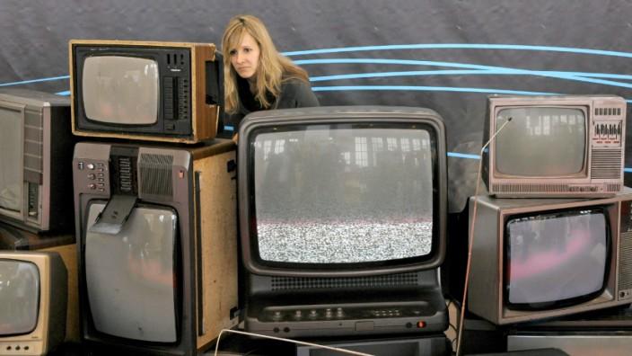 Alte Fernseher mit Röhrentechnik