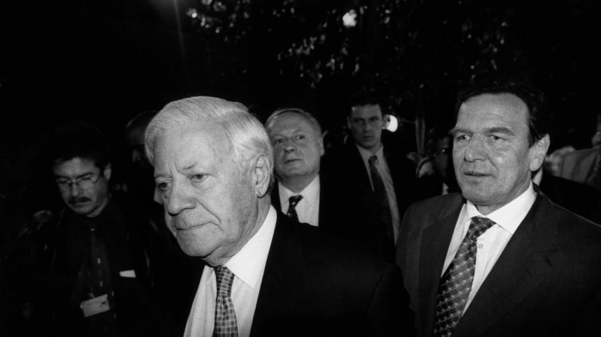 Helmut Schmidt Gerhard Schröder Lafontaine Foto: Regina Schmeken