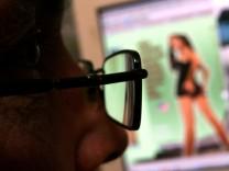 Kinderporno-Fahndung ermittelt 322 Verdaechtige