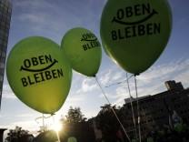 Tausende gehen wegen 'Stuttgart 21' auf die Strasse