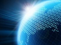 Weltkugel mit Binärcode
