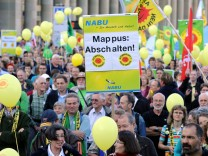 Atomkraftgegner demonstrieren in Stuttgart
