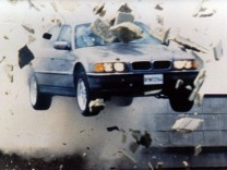 BMW 750iL in James Bond: Der Morgen stirbt nie.