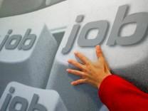 Werbeplakat einer privaten Agentur für Arbeitsvermittlung, 2005