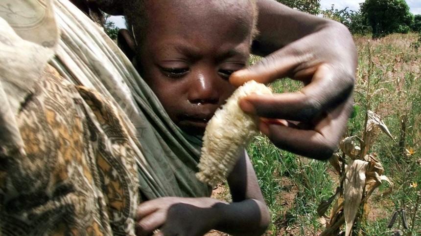 Hungerndes Kind in Malawi