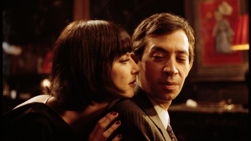 Franzoesische Kinobiografie 'Gainsbourg' zeigt den kettenrauchenden Musiker als Frauenversteher