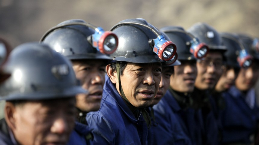Es gibt Tausende illegale Minen in China - um die Sicherheit kümmert sich niemand. Oft verdienen auch Regierungsbeamte am Geschäft.