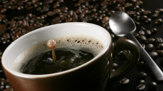 Tasse Kaffee Kaffeebohnen Löffel