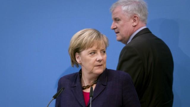 Druck auf Merkel wegen Seehofer waechst