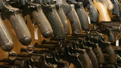 Waffenhandel Geschäfte mit Pistolen