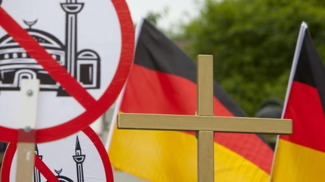Studie: Deutsche driften nach rechts