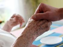 Schröder legt Entwurf für Familienpflegezeit vor