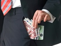 Indien zitiert Helmuth Schmitt  vor Gericht: Ehemaliger Skoda-Manager soll zwei Millionen Euro in die eigene Tasche gesteckt haben.