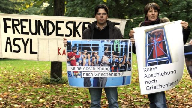 Karlsruhe prueft Asylrecht - Automatische Abschiebung nach Griechenland steht in Frage