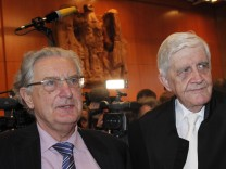 Appellants Hirsch and Rudolf Baum poses at the Constitutional Court in Karlsruhe