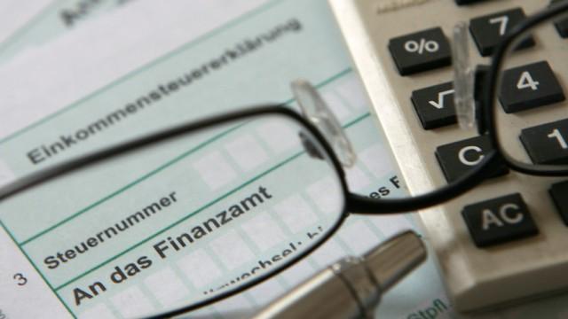 """Die """"Zwei-Jahres-Steuererklärung"""" ist als Wahlmöglichkeit angedacht. Wer möchte kann statt nach einem Jahr, erst nach zwei Jahren die Steuer einreichen."""