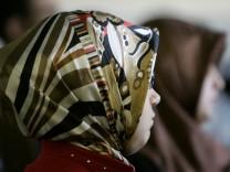 Kinderdienst: Angela Merkel laedt zu Integrationsgipfel ein