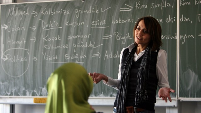 Zeitung: Koalition wünscht mehr Migranten als Lehrer