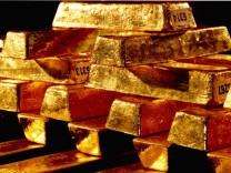 Weltbank-Chef Robert Zoellick regt an, in Zukunft Währungen wieder durch Gold abzusichern.