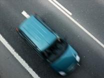 Raser, Autobahn, Auto, Haftstrafe, Auslandsreise, Österreich, Schweiz, Italien