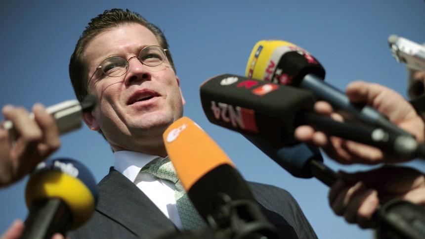 Verteidigungsminister Guttenberg besucht China