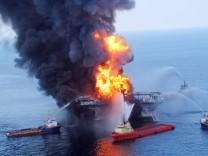 Brennende Ölplattform Deepwater Horizon