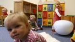 Kinderdienst: Mehr Krippenplaetze fuer Kinder unter drei Jahren