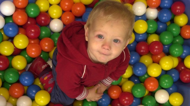 Kinderdienst: Experten warnen: Spielzeug fuer Kinder nicht immer gut
