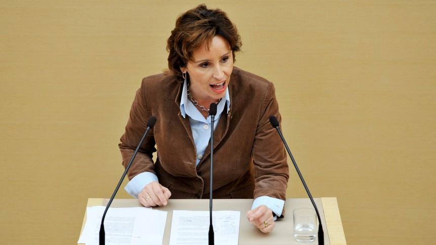 Bayerischer Landtag - Plenarsitzung - Christine Haderthauer