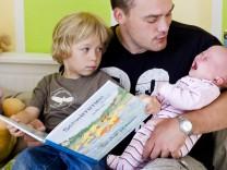 Elternzeit für Väter: So wird die Auszeit kein Karriereknick