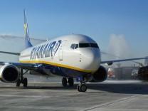 IRELAND-EU-AIRLINE-RYABAIR-RESULTS-FILES